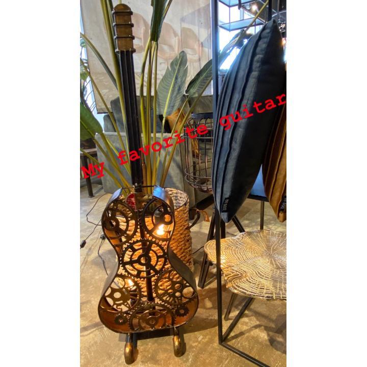 stoere industriële chicque gitaarlamp te koop bij Indistrieel in Middelburg.jpg