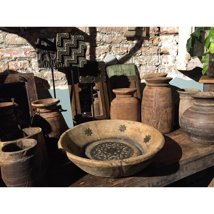 Schalen hout koperbeslag Nepalese potten bij Indistrieel in Middelburg unieke producten