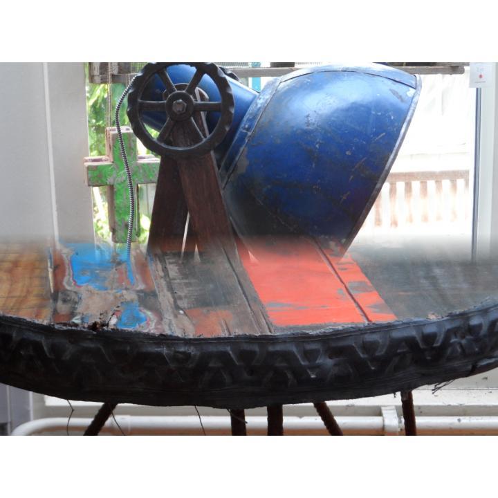 scrapmetal lamp, scrapwood tafel,